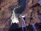Šuolis prisirišus virve prie Viktorijos Krioklio