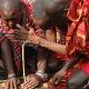 Masajai įkurinėja ugnį